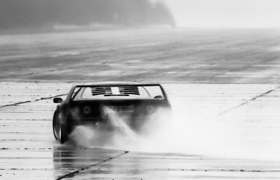 A Ferrari F40 in the wet