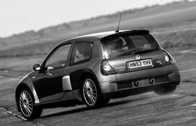 The Clio driving the track at Bruntingthorpe