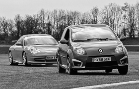A Twingo being chased by a Porsche